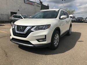 2018 Nissan Rogue SV | AWD | Heated Seats | *Nissan Certified*