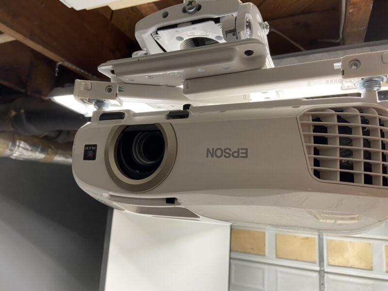 Epson PowerLite Home Cinema 2040 Tri-LCD Projector