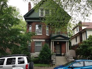 PRIME LOCATION! SPACIOUS 2 BED! NEAR QUEEN'S! 3- 176 King St E