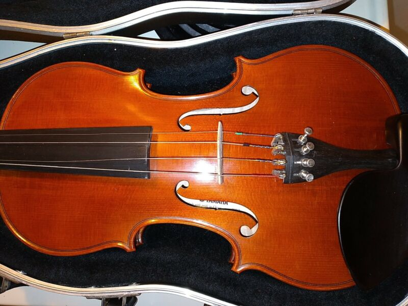Yamaha 4/4 Violin V-10 2002 02342 with case and bow