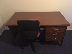 Desk and chair Dubbo Dubbo Area Preview