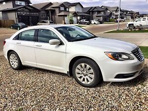 2013 Chrysler 200 LX (Very LOW kms)