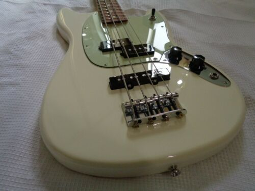 2017 Fender Mustang PJ short scale electric bass guitar Olympic White