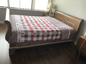 Solid Wood Queen-sized Sleigh Bed frame