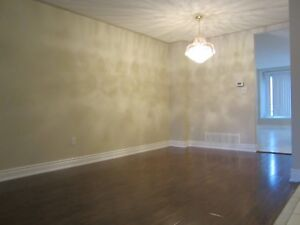 2 rooms available in Heartland for lease in shared house.