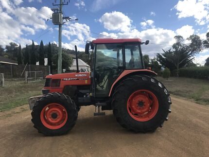 Kubota ME8200 4x4 Tractor low hours