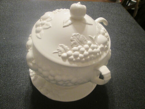 Signature Japan Soup Tureen with Lid, Ladle, and Under Tray