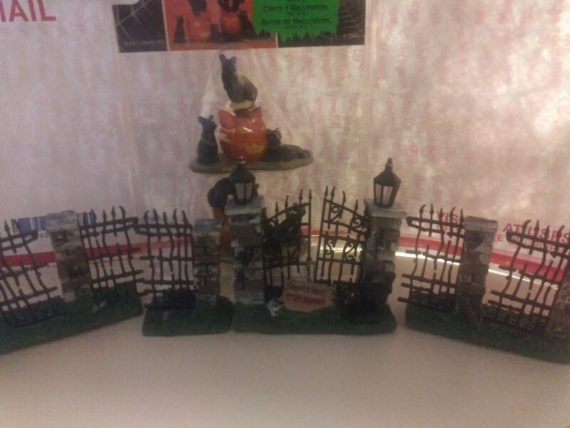 Spooky Town HALLOWEEN CATS Set of 2 Figurine Decor plus Haunted Hoise Gates