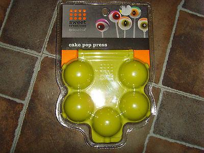 Halloween Eyeball Cake Balls (NEW Bradshaw Sweet Creations by Good Cook Halloween Cake Ball eyeballs)