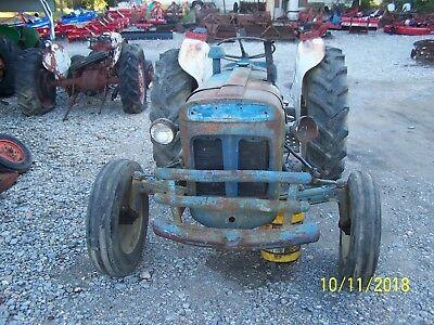 Ford Fordson Super Dexta 2000 Tractor