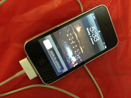 Original 8gb iPhone unlocked & working