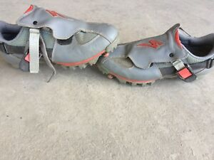 Specialized Ground Control Bike Shoes. Size 40 or 7.5 mens