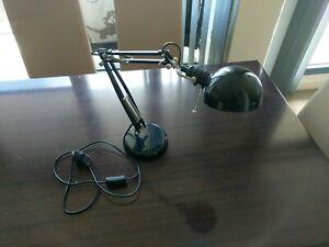 Fully adjustable desk lamp