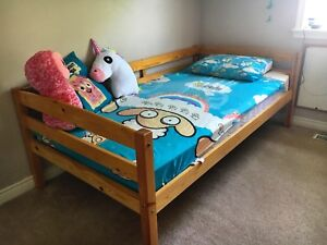 Wooden twin bed in excellent condition