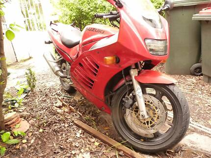 Suzuki RF600R, red, 4 cylinder, 600cc, goes well. 105hp (78KW)