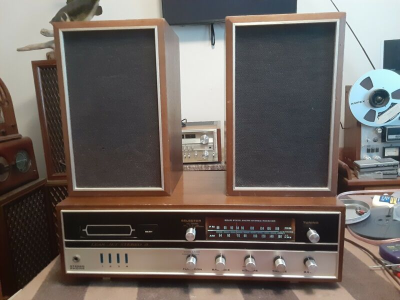 Vintage Lear Jet Stereo 8 Track Player AM FM Receiver Made Japan Wood