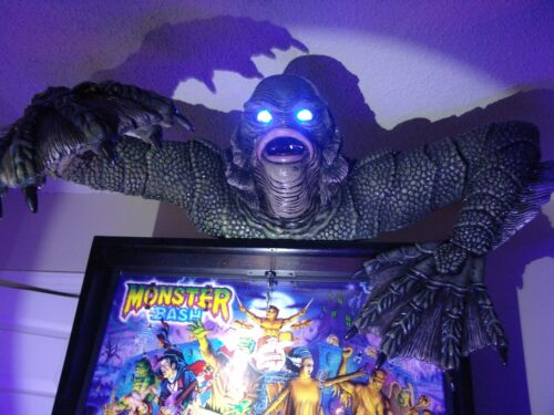 Creature From the Black Lagoon  Pinball Topper COLOR CHANGING EYES WITH REMOTE
