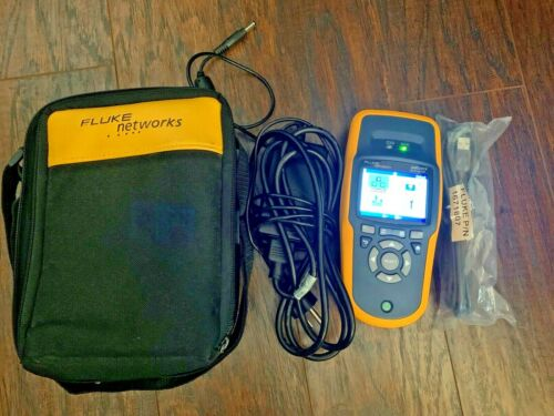 Fluke Networks AirCheck Wi-Fi Tester with Power Supply/Charger and Case