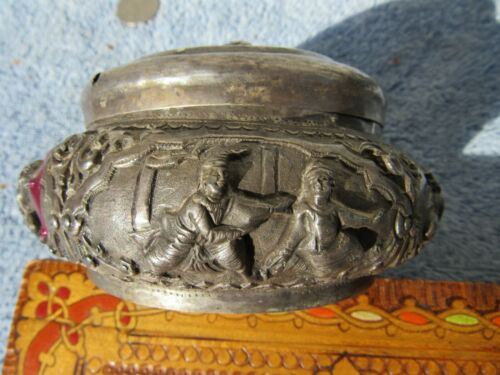 FINE ORNATE CHASED REPOUSSE BURMESE 19TH CENTURY BOX 950 SILVER 120 GRAMS