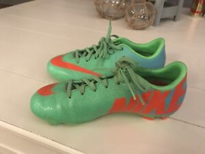 Nike cleats size 2 youth
