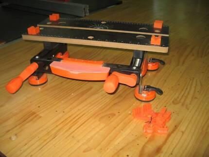 Work bench - mini portable vice