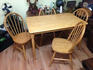 Solid Pine 5 Piece Dining Set, Table and 4 Windsor Back Chairs