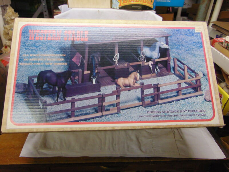 VINTAGE WOODEN WESTERN STABLE WITH ORIGINAL BOX