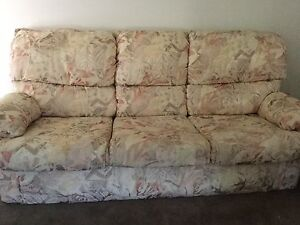 Lounge Suite - excellent condition Cobbitty Camden Area Preview
