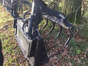 Skid steer Buhler Grapple