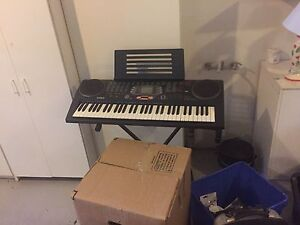 Battery powered piano set