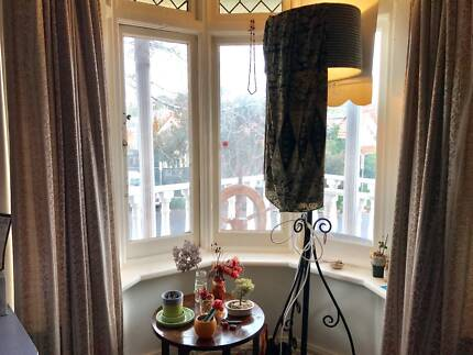Mature person for  Fantastic Northcote room, bay window,piano,