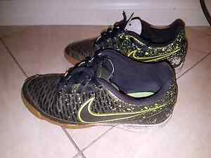 NIKE MAGISTA BOYS INDOOR SOCCER SHOES - SIZE 7 Windsor Gardens Port Adelaide Area Preview