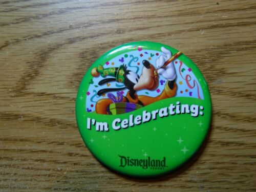 "Disneyland souvenir button ""I"