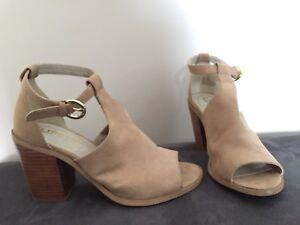 5b1d3b34ee3 Ladies size 6.5-7 microsuede block heels