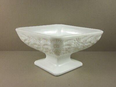 Разное Sculptured White Glass Flower Arrangement