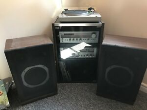 Vintage Hitachi turntable and speakers model Ht-354