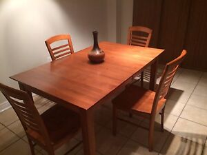 Solid Oak table with 6 Chairs and extension included. Hutch.