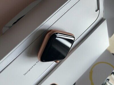 Apple Watch Series 4 44 mm Gold Aluminium with Pink Sand Sport Band (Cellular)