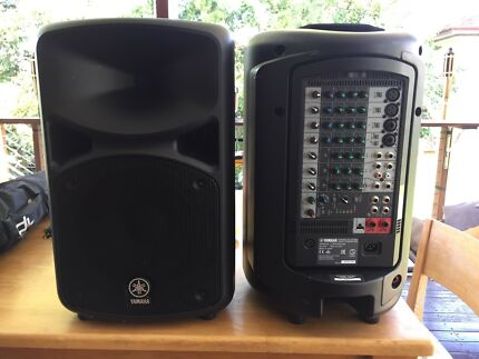 Yamaha STAGEPAS 600i With 2 x speaker stands and 1 x mic stand