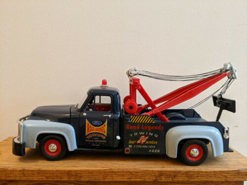 Road Legends Die-cast 1:18 Preowned 1953 Ford F-100 Wrecker