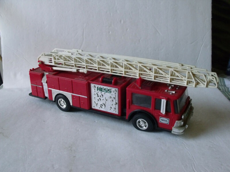 HESS 1986 Toy Fire Truck Bank Red w/ Ladder and working lights B/O