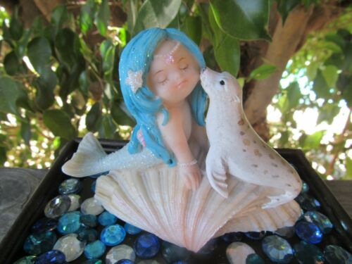 FAIRY GARDEN Little Mermaid Figurine & baby Seal on Shell Top Land Trading NEW