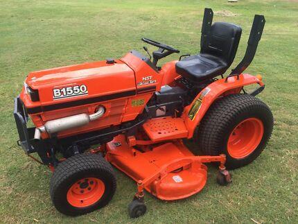 Kubota B1550 tractor