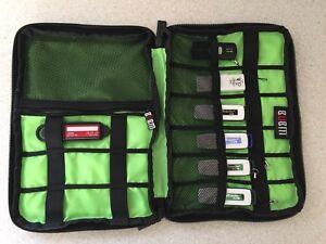 Carrying Case + 7 USB Keys