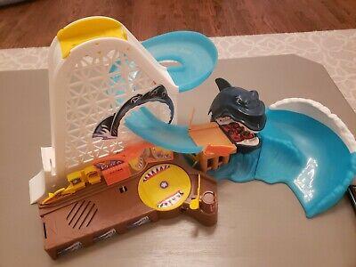 Vintage 2000 Mattel Hot Wheels Shark Park Track