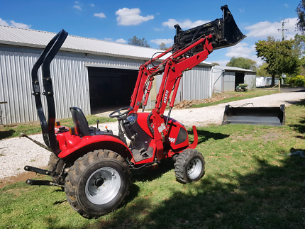 TYM KTS 273 27hp TRACTOR WITH FEL, 4im 1 AND ROPS