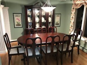 SOLD pending pick up —Beautiful dining room set for 8