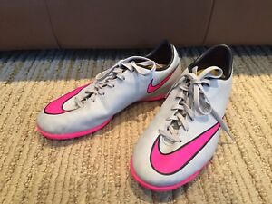 Indoor soccer shoes - size 5.5 youth