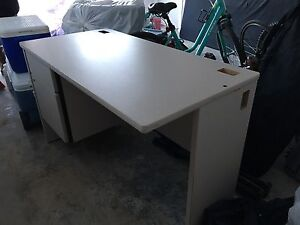Work Desk with locking drawers