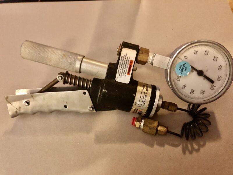 AMETEK T-730 Portable Pneumatic Tester 0-30 PSI Pressure Calibrator Pump
